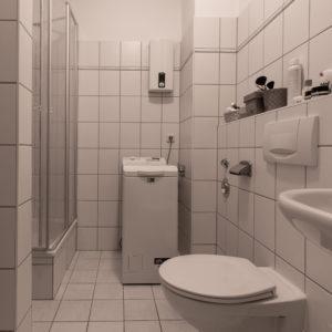 Bad mit Dusche und Abstellraum