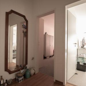 Flur mit Zugang zu allen Zimmern